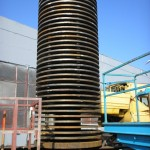Hammer mill rotor shaft with discs